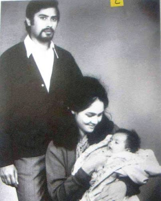 Arjun Rampal Chilhood photo with mother
