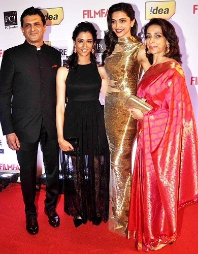 Deepika Padukone family photo including father, mother and her sister