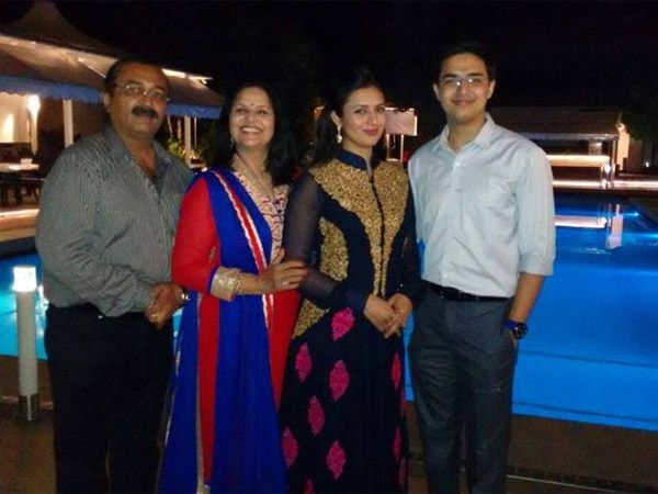 Divyanka Tripathi with Her family