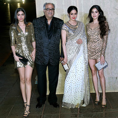 Jhanvi Kapoor with her parents and sister