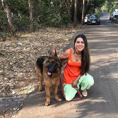 Nia Sharma with Dog