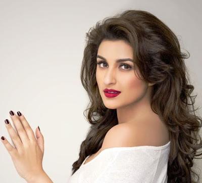 Parineeti Chopra Hot look