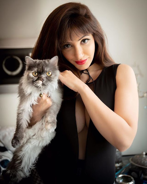 Reyhna Malhotra with her pet cat