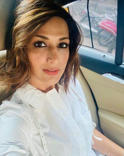Sonali Bendre in her car Image