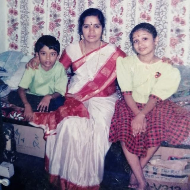 Nivetha Pethuraj with her mother and brother